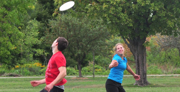 RACHAEL ROMANMembers of the Madison College Ultimate Frisbee Club practice at a local park. The club wants more students to join.