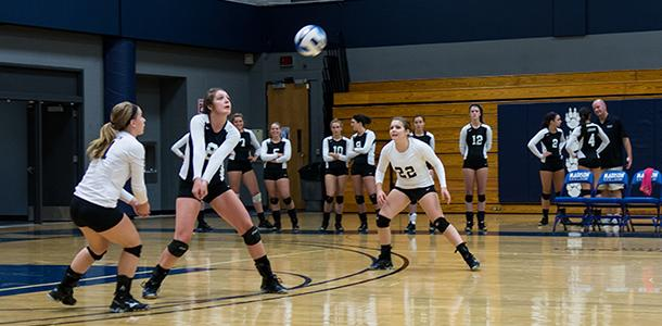 The+WolfPack+volleyball+team+participates+in+it%27s+annual+alumni+scrimmage.
