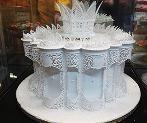 wedding cake decorating with royal icing icing on the cake learns from famed decorator 22391