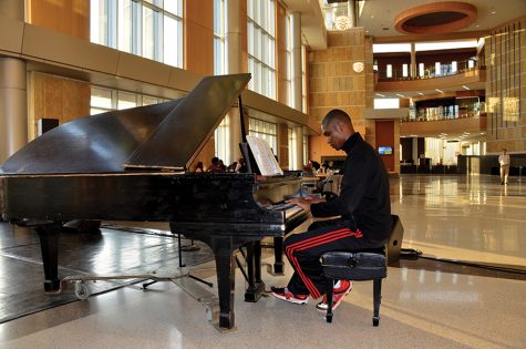 'A Bad Moms Christmas' is no holiday classic