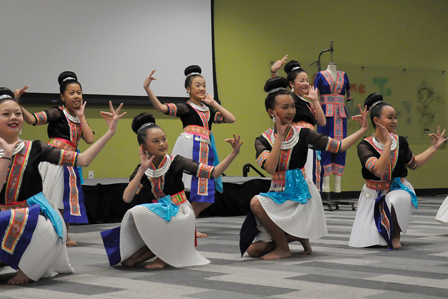 A+dance+group+performs+at+the+Asian+American+Student+Association%E2%80%99s+Hmong+New+Year+celebration+on+Nov.+12.