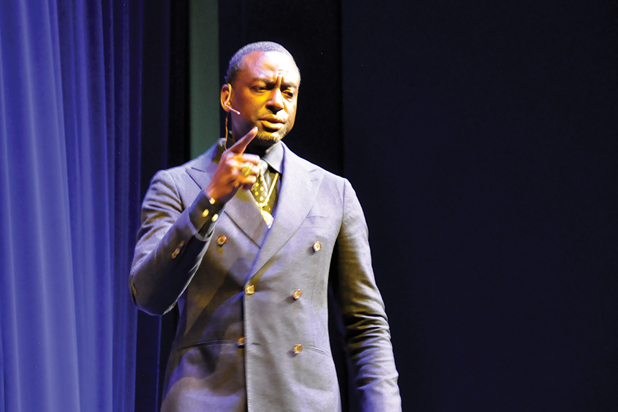 Dr.+Yusef+Salaam+speaks+in+Mitby+Theater+at+Madison+College%E2%80%99s+Truax+Campus+on+Thursday%2C+Nov.+7.