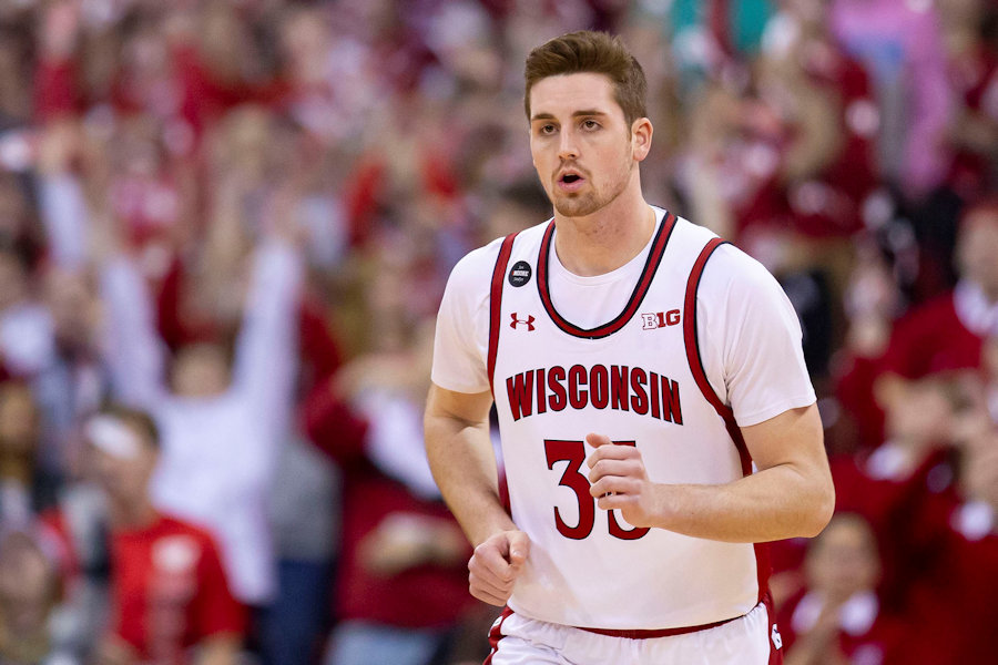 Wisconsin+Badgers+forward+Nate+Reuvers+%2835%29+scores+the+first+field+goal+of+the+game+against+the+Rutgers+Scarlet+Knights+on+Feb.+23%2C+2020+at+the+Kohl+Center+in+Madison%2C+Wis.
